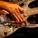 Interprétation guitare solo sebene Moïse Mbiye